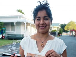Janett-Ehinger_from-Mexico with award and certificate for Best Speech
